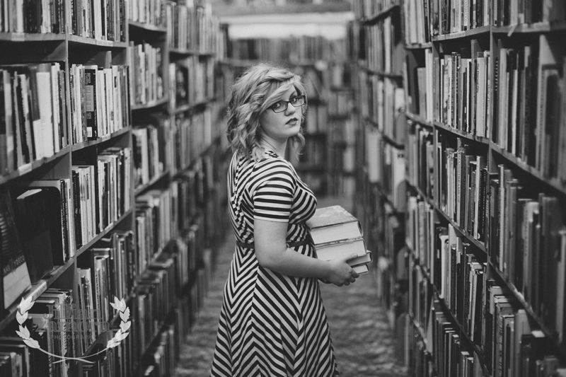 recycled-bookstore-senior-portraits-08