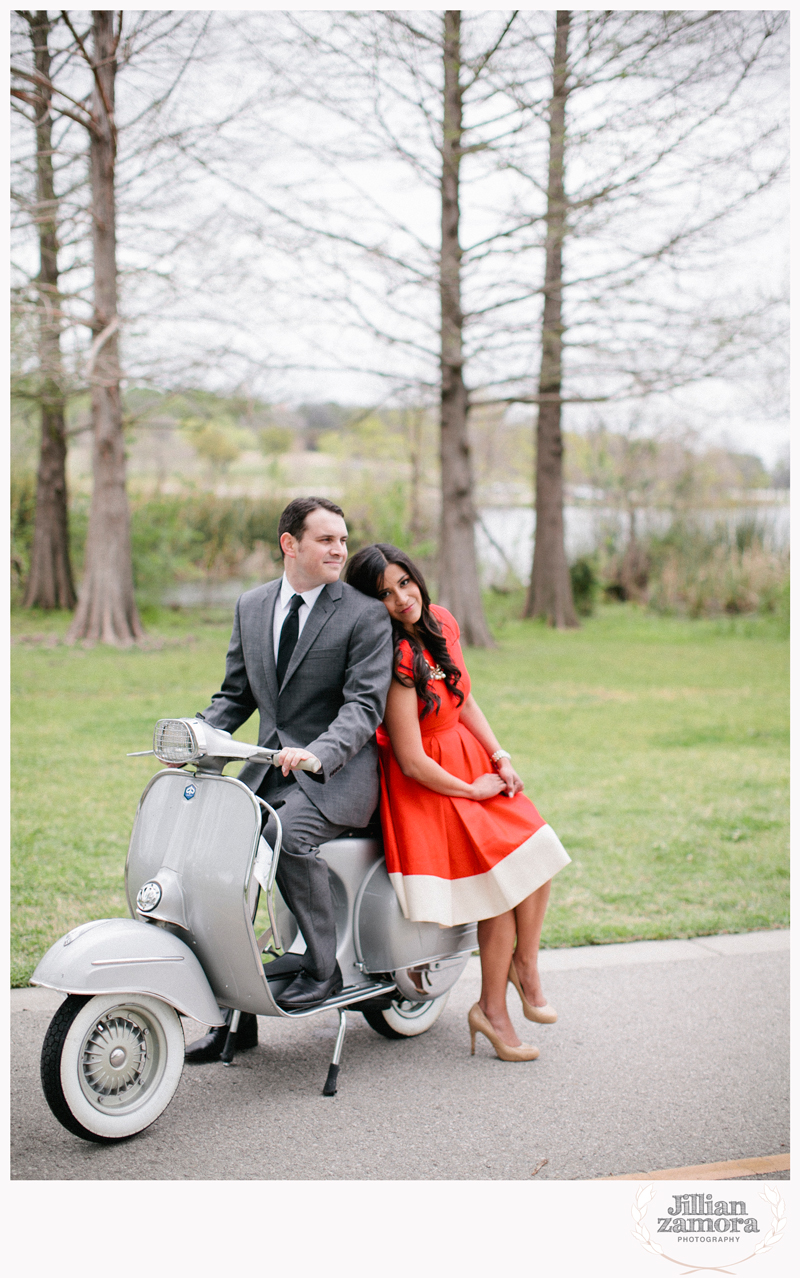 dallas-vintage-vespa-balloon-engagements02