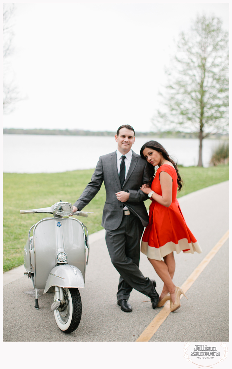 dallas-vintage-vespa-balloon-engagements03