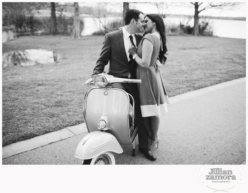 dallas-vintage-vespa-balloon-engagements10